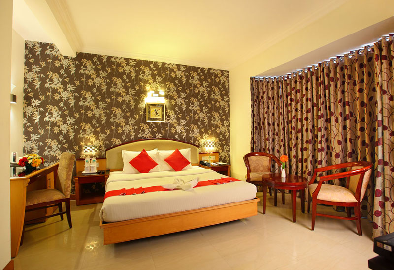 Deluxe King Size Bedroom